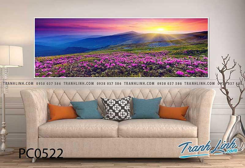 Rừng hoa màu tím đẹp bên phòng khách đầy tinh tế