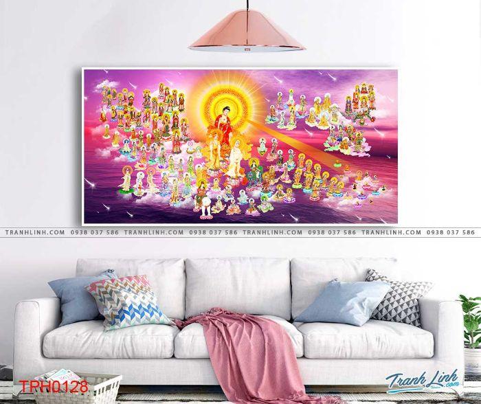 Bức họa Phật Như Lai miền cực lạc luôn đem lại cảm giác linh thiêng cho không gian sống của gia chủ. Đây là bức họa tập hợp đầy đủ các vị la hán và Quan Thế Âm nên rất thích hợp cho việc tu tại gia của bạn. Nên treo bức tranh tại phòng thờ để gia chủ luôn nhận được nguồn vượng khí dồi dào trong cuộc sống.