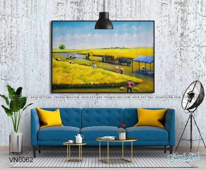 Bức tranh làng quê mùa gặt với tone màu vàng đem lại cảm giác ấm cúng cho cả căn nhà của bạn. Một vụ mùa bội thu là biểu tượng cho sự sung túc, ấm no. Treo bức tranh này trong căn nhà của bạn sẽ giúp gia đình bạn luôn cảm thấy gắn kết với nhau và cuộc sống sau này sẽ luôn đủ đầy, hạnh phúc.