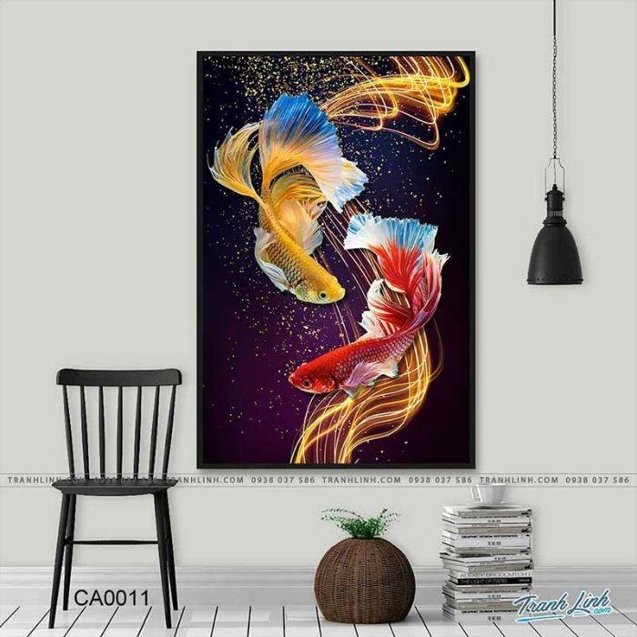 Bức họa song cá hóa rồng sắc nét, tương phản về màu sắc thu hút người xem