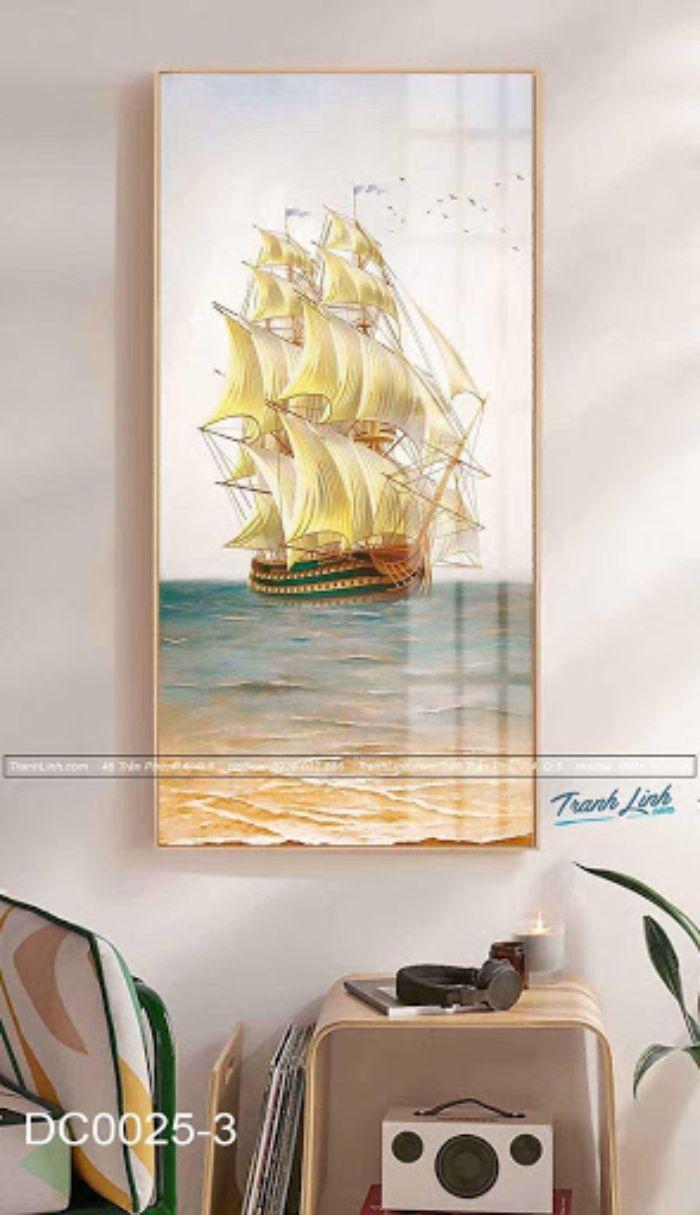 """Bức tranh thuyền buồm no gió trên nền vải Canvas đem đến không gian làm việc của bạn sự trẻ trung, hiện đại bất tận. Với ý nghĩa biểu trưng cho câu thành ngữ """"thuận buồm xuôi gió"""", bức tranh thích hợp sử dụng tại các phòng làm việc tại gia. Khi ngắm tranh, bạn sẽ cảm nhận được hương gió, hương biển sảng khoái và tươi mát."""